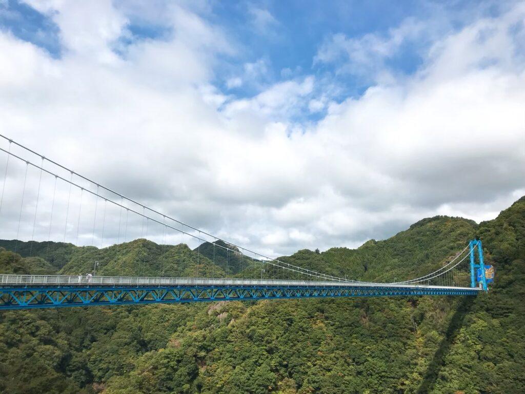 吊り橋の外観