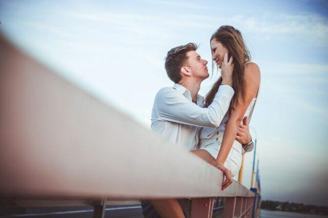 20代の美しいカップル