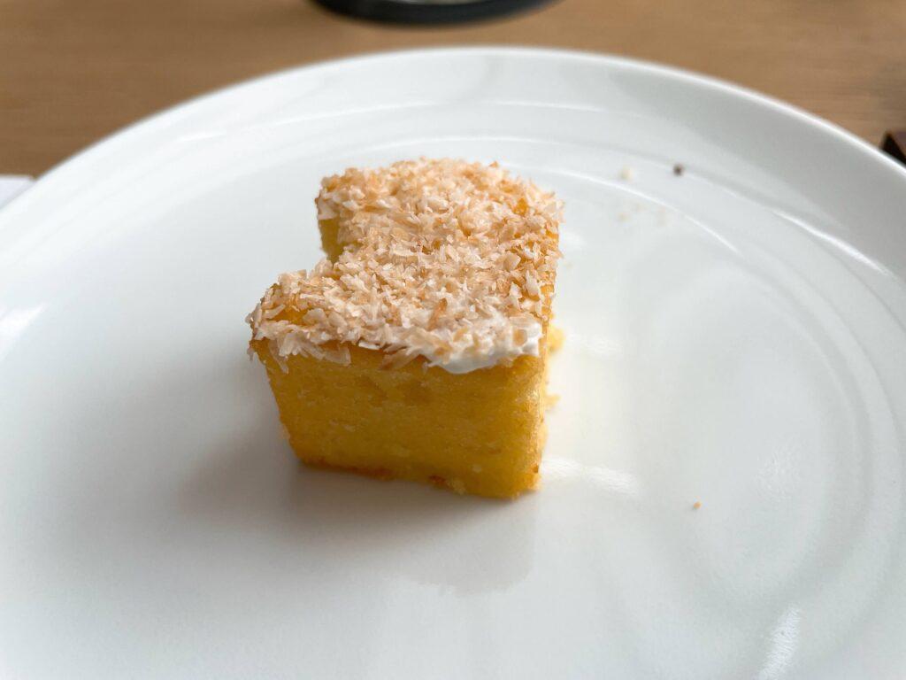 ココナッツドリズルケーキ
